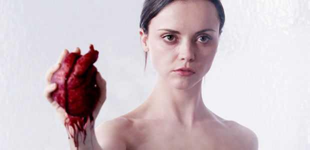 After. Life - Christina Ricci met een hart