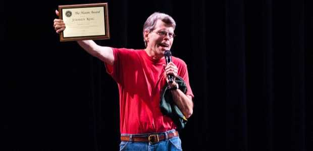 Stephen King bij het '2011 Fall for the Book Festival' om de Mason Award in ontvangst te nemen.