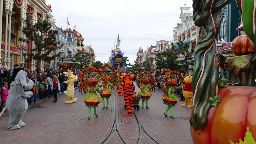 Disney Halloween Parade, copyright Natasja en Cor Jong