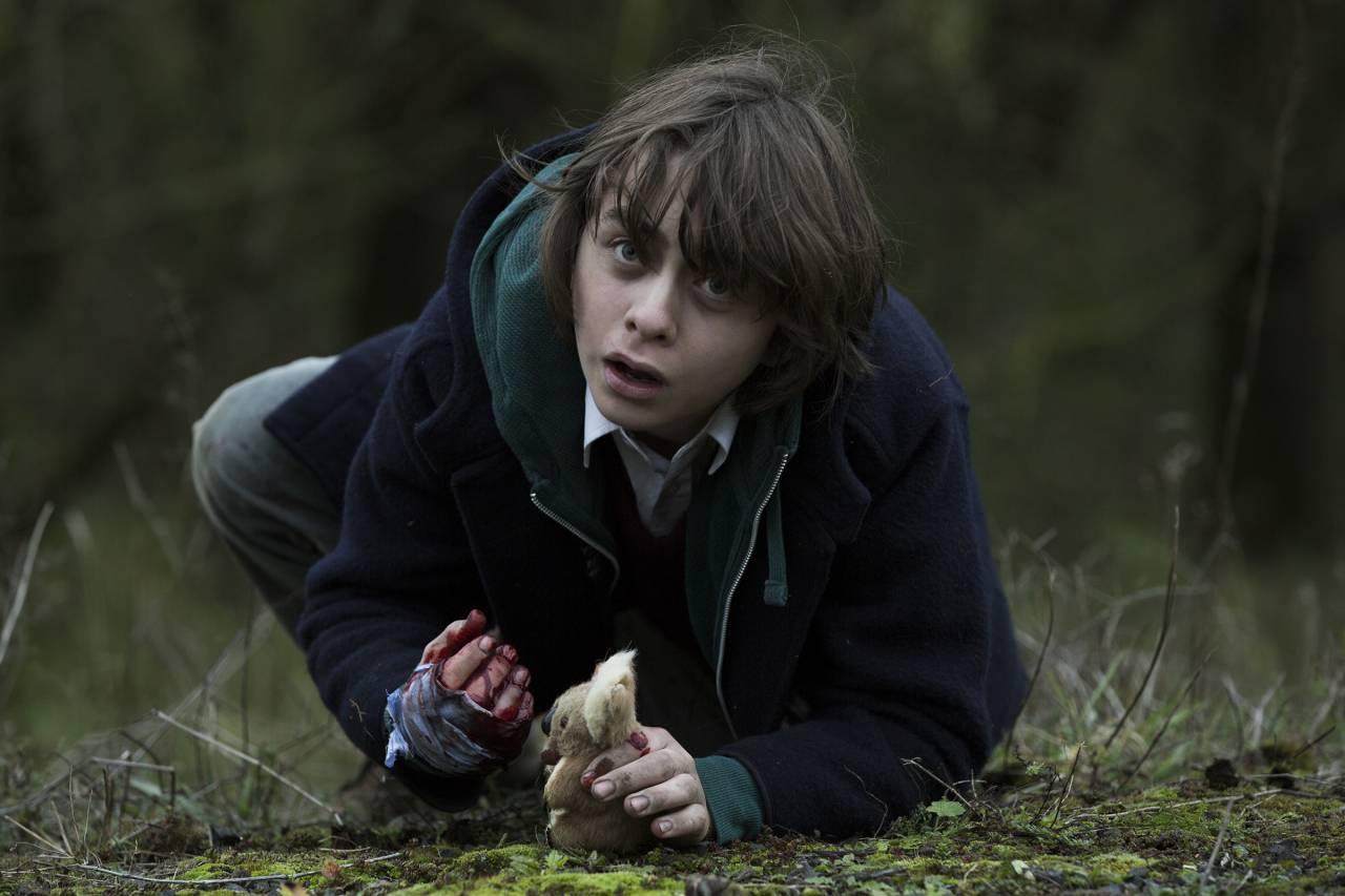 Adam Thomas Wright als Curt, zoon van zakenman Douglas in The Windmill