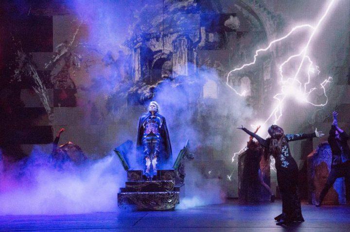 Hans Klok als Dracula in House of Horror - foto Andy Doornhein